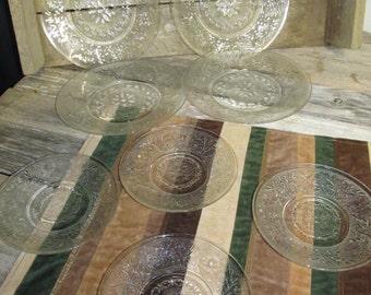 Vintage Set of 8 Clear Pressed Glass Plates Snowflake Design 4 Bread / Salad Plates 4 Dessert Plates