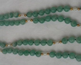 Vintage handmade knotted necklace  green aventurine beads and biwa pearls gold tone separators