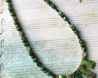 Item 163  Green Imperial Jasper Stone Focal Bead Necklace