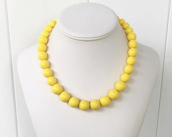 Camme - Yellow Graduated Beaded Necklace - 8mm to 15mm Round Beads - Adjustable Length - Lightweight, Simple, Everyday