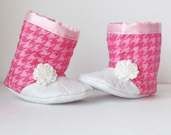 Houndstooth baby booties, pink houndstooth, pink baby booties, pink and white, new baby girl gift, gift ideas