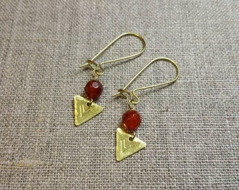 Carnelian Hammered Brass Earrings / Triangle Earrings / Gemstone Earrings / Boho Chic / Minimalist / Geometric - EDC03