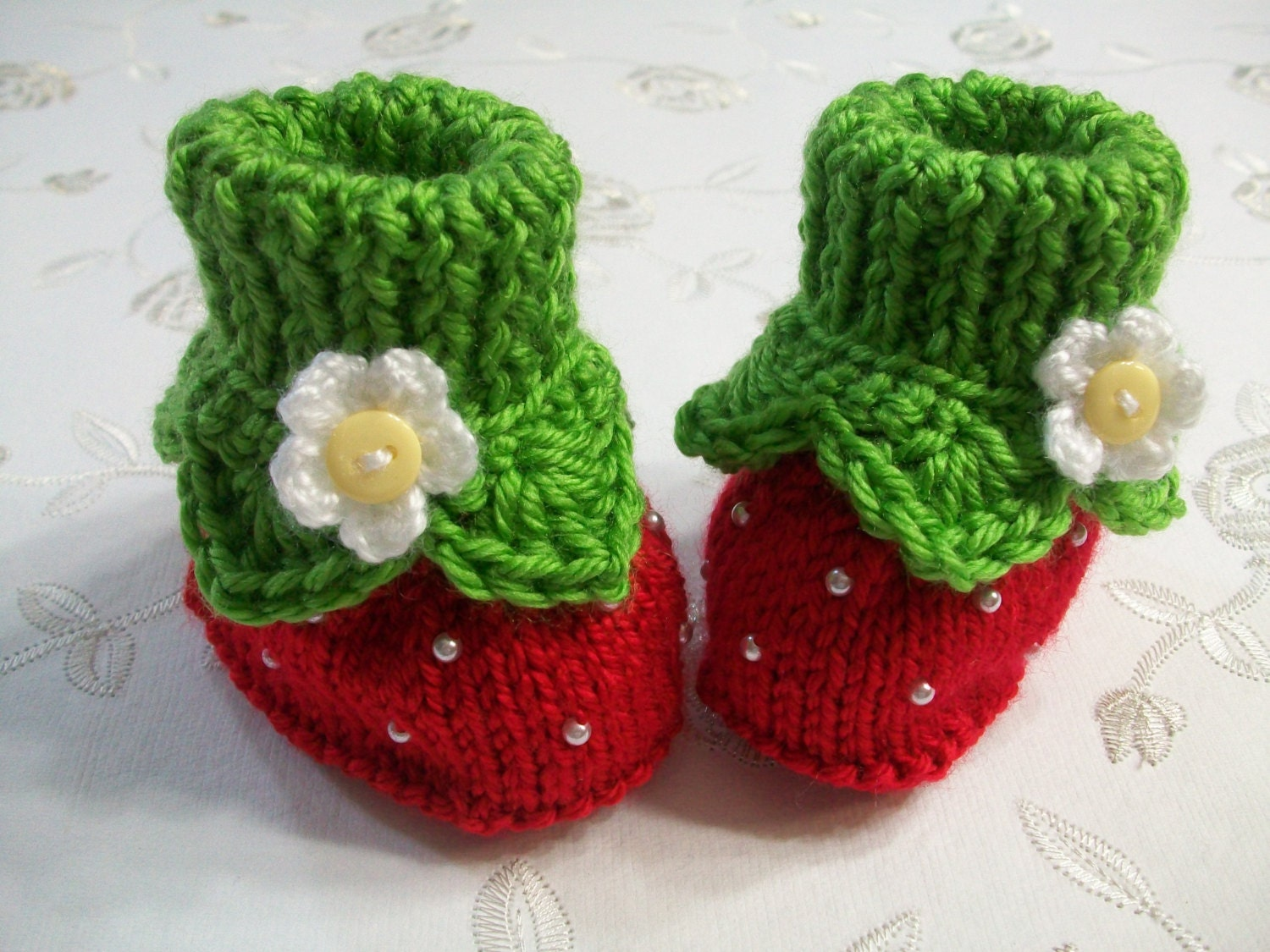 Intarsia Knitting Patterns For Children : Strawberry Baby Booties Newborn Straberry Knitted Booties