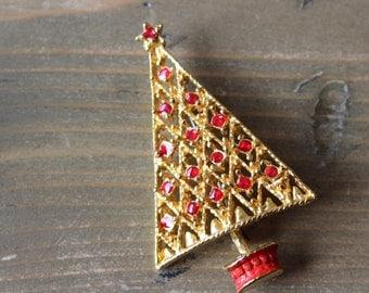Vintage Gold Tone Red Enamel Christmas Tree Brooch