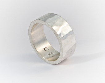 Ring with hammered technique