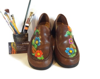 Vintage leather shoes, earth shoe loafers, hand painted shoes, handpainted brown leather, vintage earth shoes, US size 8M leather shoe woman