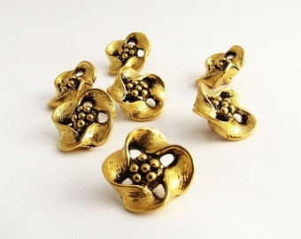 5 gold tone flower buttons, Vintage golden openwork buttons with shanks, unused supplies!!
