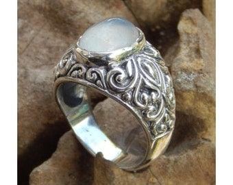Silver ring flower motif with moonstone