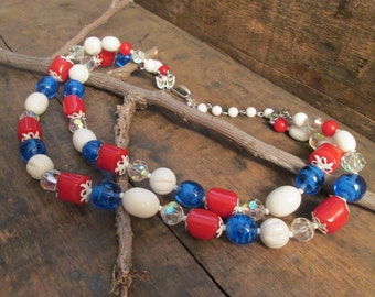 stunning americana vintage vendome double strand red, white and blue bakelite beads art glass necklace