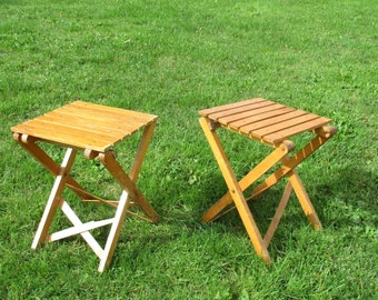 couple pair wooden folding chairs flip up seat tipup jumpseat campstool vintage