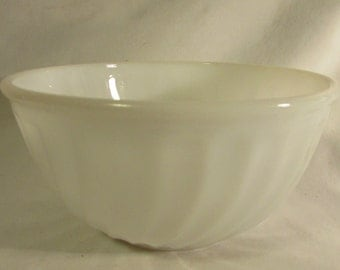 FireKing Medium Mixing Bowl, Swirl Pattern, 1950's