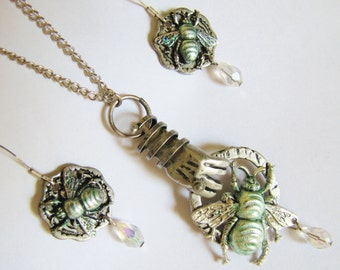 Steampunk Mechanical Hand, Bumble Bee, Necklace & Earrings Set, Steampunk Necklace, Steampunk Earrings, Steampunk Necklace, Earrings NES5