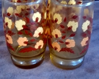 Vintage juice glasses set of 4. retro flower print