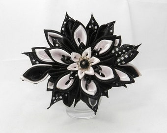 "Brooch ""Jacqueline"" with Tsumami Kanzashi Flower"