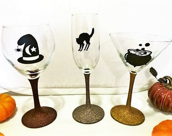 Halloween Wine Glass, Halloween Party, Halloween Decorated Glass, Gothic Kitchen Decor, Halloween Birthday Decorations, Decorated Wine Glass