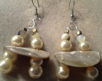 Hancrafted Mother of Pearl Shell Bead Pearl Earrings