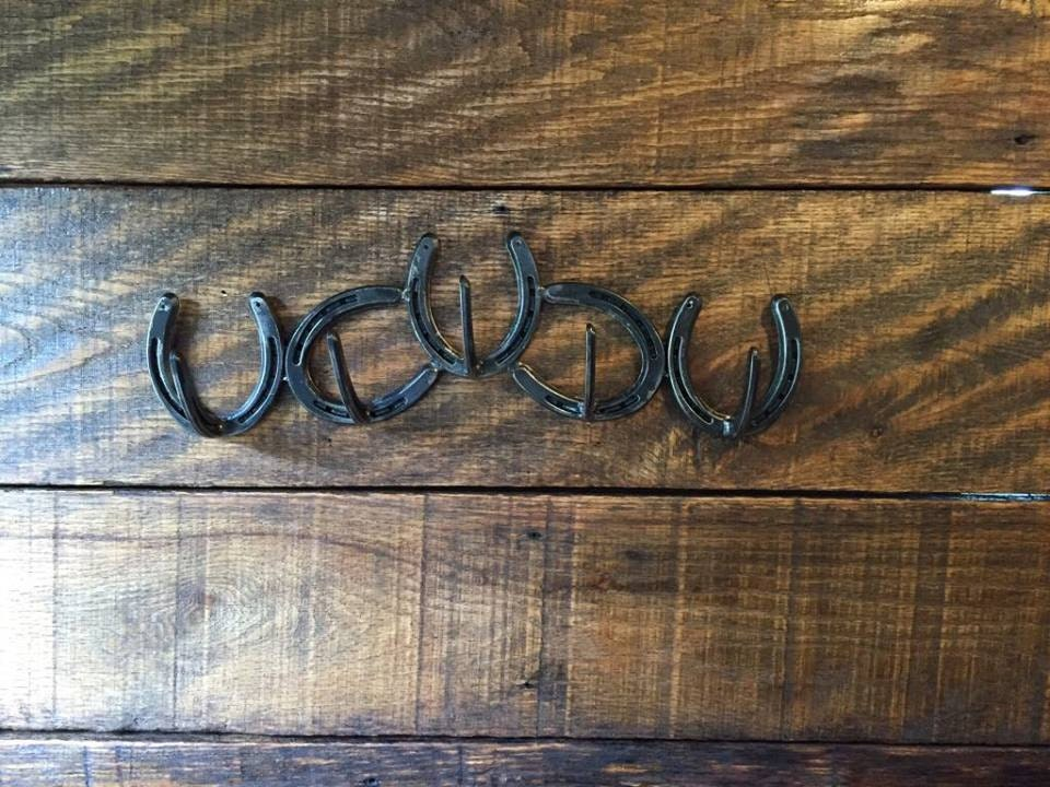 Horseshoe 5 hook coat bridle rack horseshoe art western for Old horseshoe projects