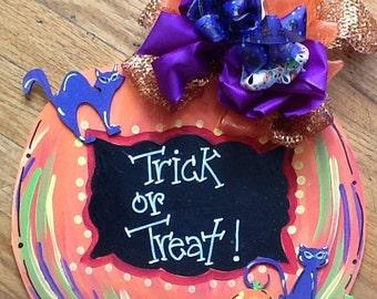 halloween cat sign, trick or treat sign, halloween door hanger, halloween chalkboard sign , fall door hanger, fall signs, cats