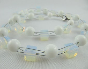 Collier of white Howlite (E01)