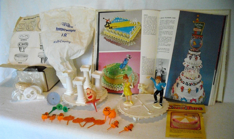 Vintage WILTON CAKE DECORATING 1960's 41 pieces
