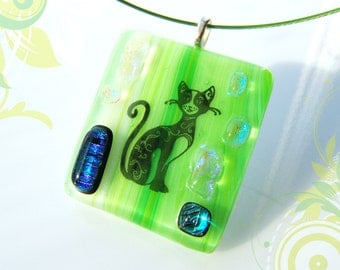 Cat necklace. Green Cat Pendant. Jewelry Cat. Gift for pet lover. Glass.
