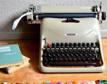 Lexinkon 80 Marcello Nizzoli Olivetti typewriter Italian design Memphis MoMa 50s retro vintage futuristic modernist typewriter