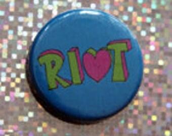 button, badge  riot