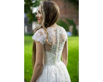 Beautiful Snow White wedding dress, Lace wedding dress, Vintage brides dress, Bridal gown, Lace dress, Elegant wedding dress, Sz EU 38 US 8
