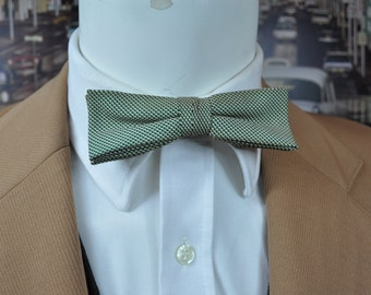 Vintage Bow Tie 1950's made by EVERGRIP Green & Ivory Silk Retro Throw back Style for your next event