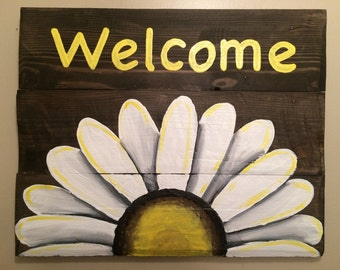 Reclaimed Wood Welcome Sign with White Daisy.  Pallet Art. Pallet Decor.