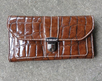 Liz Claiborne Brown Vinal Wallet with Snap Closure and  Zipper Closure and pocket under snaps