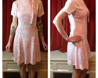 1960s Pink and White Drop Waist Mod Scooter Dress Ascot Small Medium