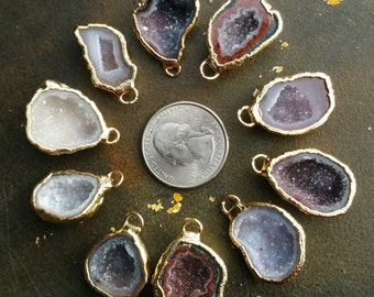 Geode Halves, Geode charm, 5 geode pendants 22k Gold edge 15-22mm, #1472