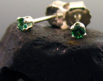 Very small stud earrings with green topaz, small studs, small silver earrings topaz 2 mm, tiny stud earrings, tiny earrings, tiny studs