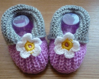 Crochet baby shoes , Knit Baby boots, knit girls boots, knit Baby booties, pink, baby girls shoes , knitted baby shoes, handmade