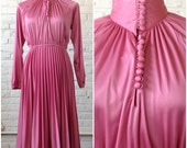 Vintage 70s long sleeve dress pink w collar & pleating / size XS/S