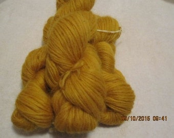 Icelandic pure wool, hand dyed with Rheum rhabarbarum 240915-11. 50 gr. pr skein.