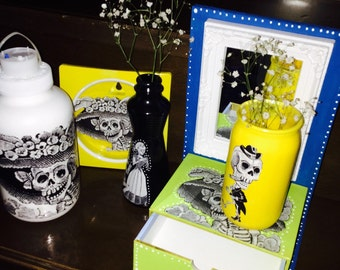 SALE! 2 Dia de Los Muertos (Day of the Dead) flower pots sugarskull 3D printed, 2 lights, and small vanity