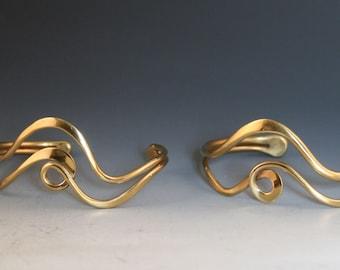 Loop Line Cuff Bracelet: Bronze