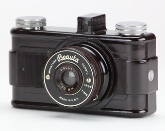 Vintage c1940 Beauta Miniature Candid Bakelite Camera w/Original Box
