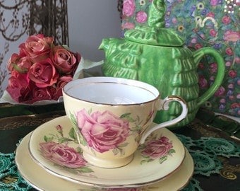 Vintage Aynsley Trio English teacup with Large Roses