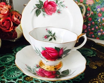 Vintage Royal Albert Trio English teacup with Large Roses