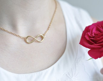 Infinity necklace in gold - endless love
