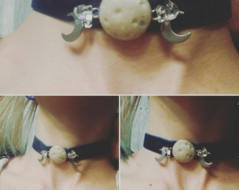 Collar with three phases of the Moon