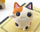 "Cat figurine of Ceramics ""A pretty small beckoning calico cat"" 猫 置物・工房しろ 日本"