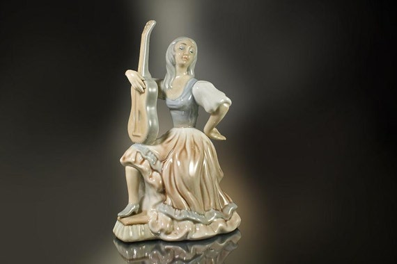 Tengra Porcelain Figurine Lady with Guitar