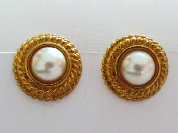 pretty little vintage faux pearl and gold tone earrings, 1980's retro rope earrings,  retro costume jewellery