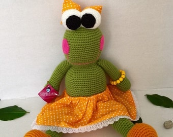 Knitted Frog Dolls