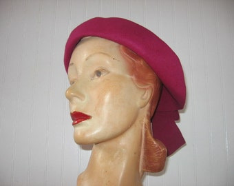 1940's Magenta Wool Felt Off-The-Facer Hat with Back Bow / Priscilla