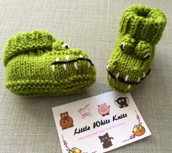 Crocodile baby booties knitting pattern animal baby boots shoes alligator socks boy baby girl baby slippers winter gift